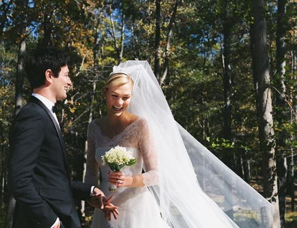 2018年10月18日(現地時間)に晴れて夫婦となった、カーリーとジョシュア。