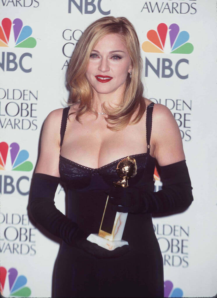 1997年には主演映画『エビータ』で第54回ゴールデングローブ賞の「主演女優賞(ミュージカル・コメディ部門)」を受賞したマドンナ。