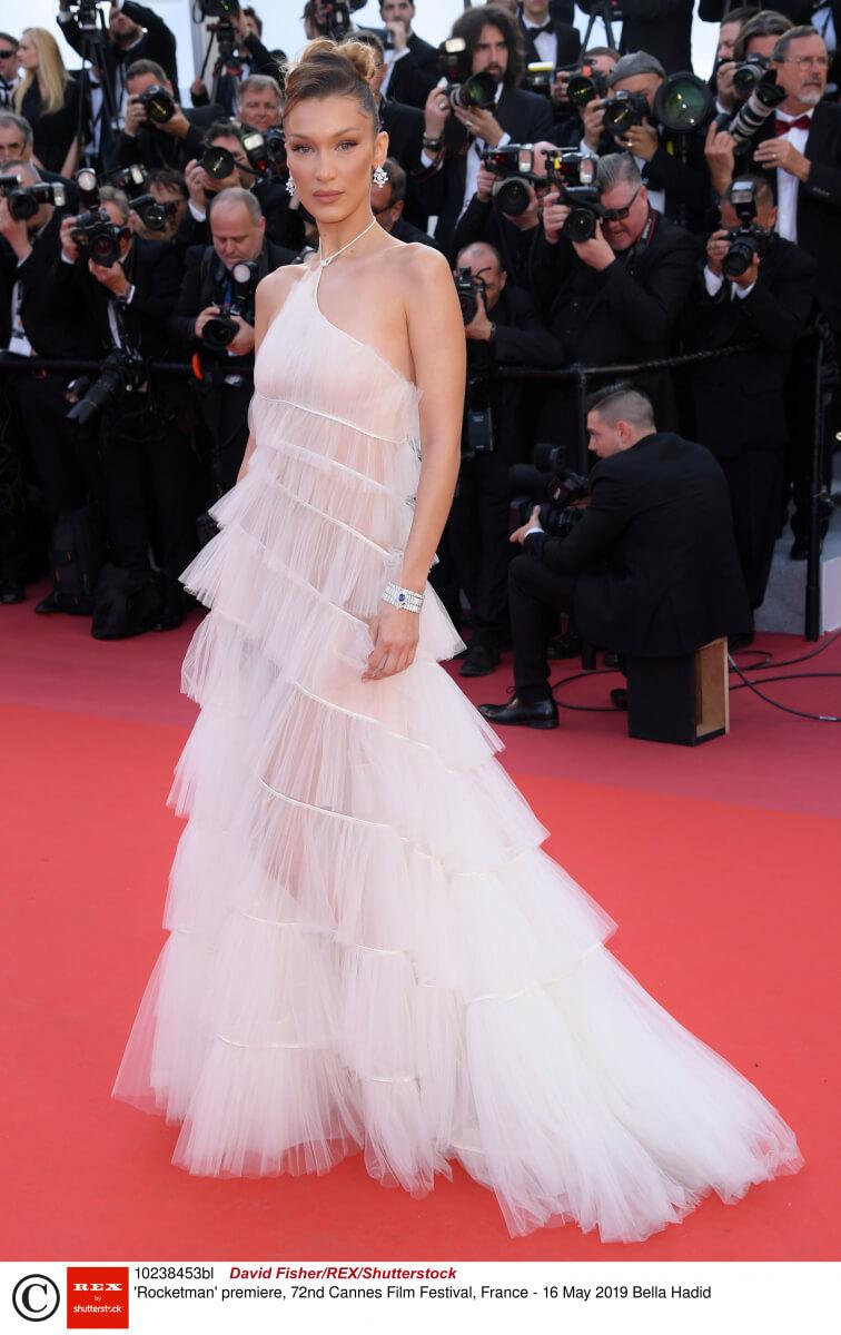 第70回カンヌ国際映画祭では、ディオールのドレスをチョイスしたベラ・ハディッド。