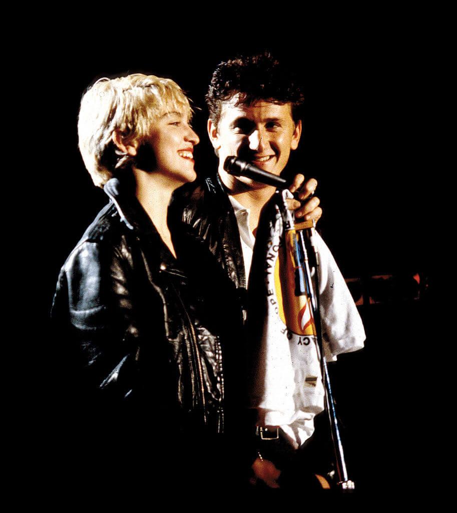 1985年8月16日、27歳の誕生日に俳優のショーン・ペンと結婚したマドンナ。