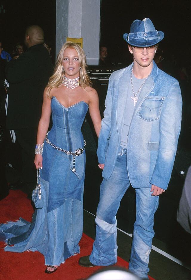 2001年、第28回アメリカン・ミュージック・アワードに、揃って出席したジャスティン・ティンバーレイクとブリトニー・スピアーズ。