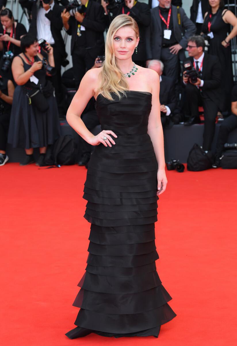 ベネチア国際映画祭のレッドカーペットに登場したキティ・スペンサー。