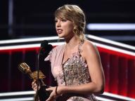 テイラー・スウィフトが「ビルボード・ミュージック・アワード2018」で2部門を受賞&女性アーティストを称賛