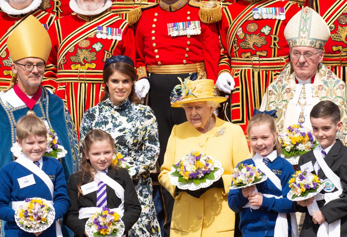2019年4月18日(現地時間)、英王室のイースターの恒例行事である「ロイヤル・モーンディ」に出席したユージェニー王女とエリザベス女王。