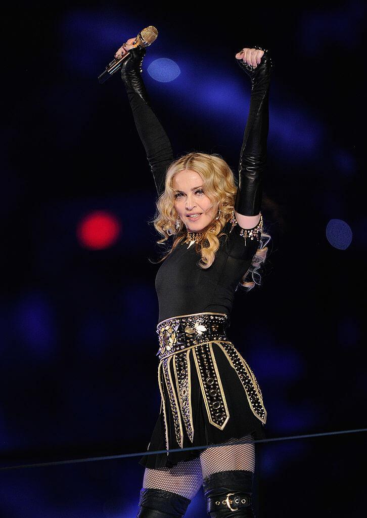 第46回スーパーボウルのハーフタイムショーに出演したマドンナ。