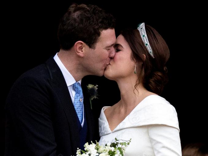3832a04529251 英ユージェニー王女が結婚! ウェディングドレスのデザインに隠されたある思いとは?