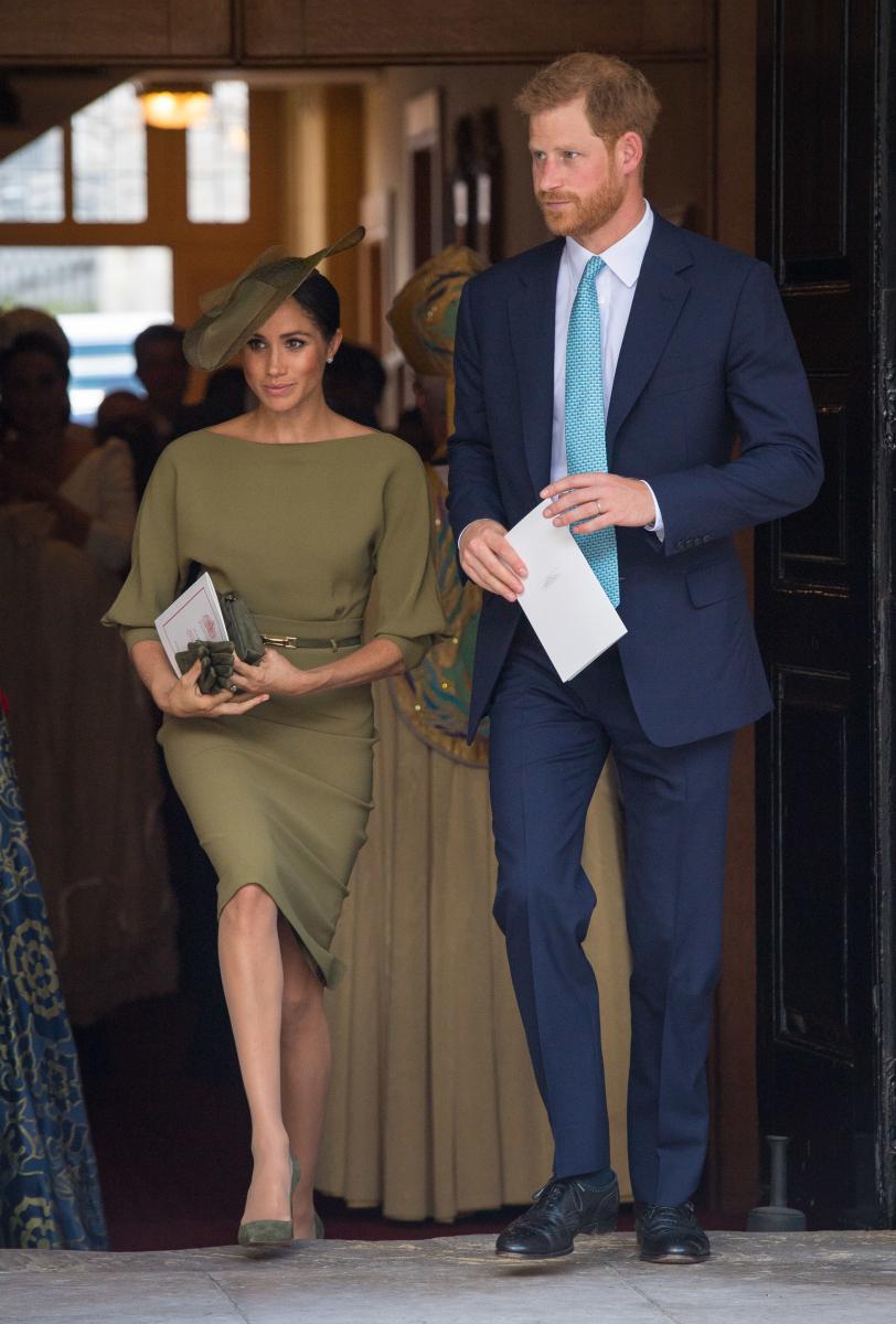 ヘンリー王子とメーガン妃。メーガン妃は、ラルフローレンのドレスで登場。