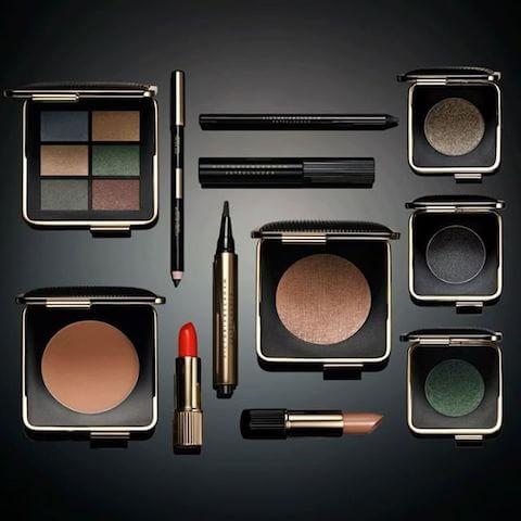 2016年、ヴィクトリア・ベッカムは化粧品ブランドのエスティ ローダーとのコラボ商品「ヴィクトリア・ベッカム エスティ ローダー」を発表。
