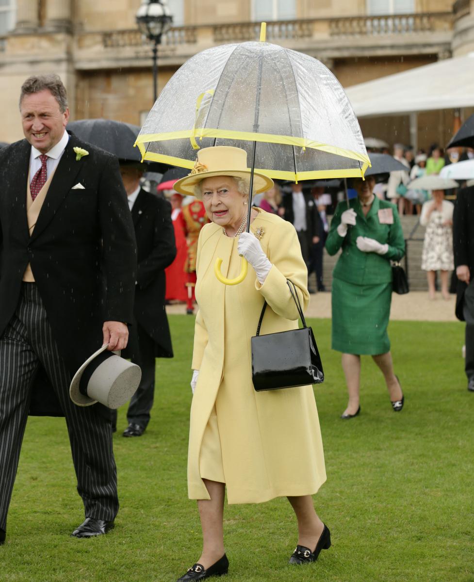 丸みを帯びたフルトンの傘もワンカラーコーディネートにひと役買う