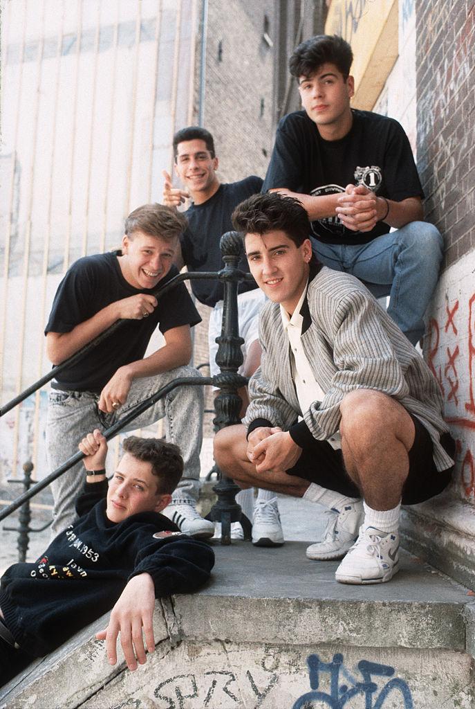 '84年にデビューし、カルト的人気を誇っていたニュー・キッズ・オン・ザ・ブロック。長い下積み時代を経て、'90年にリリースしたシングル『ステップ・バイ・ステップ』がビルボードシングルチャートの1位に。当時のファンクラブの会員数は、全世界で10万人を超えていたとか!