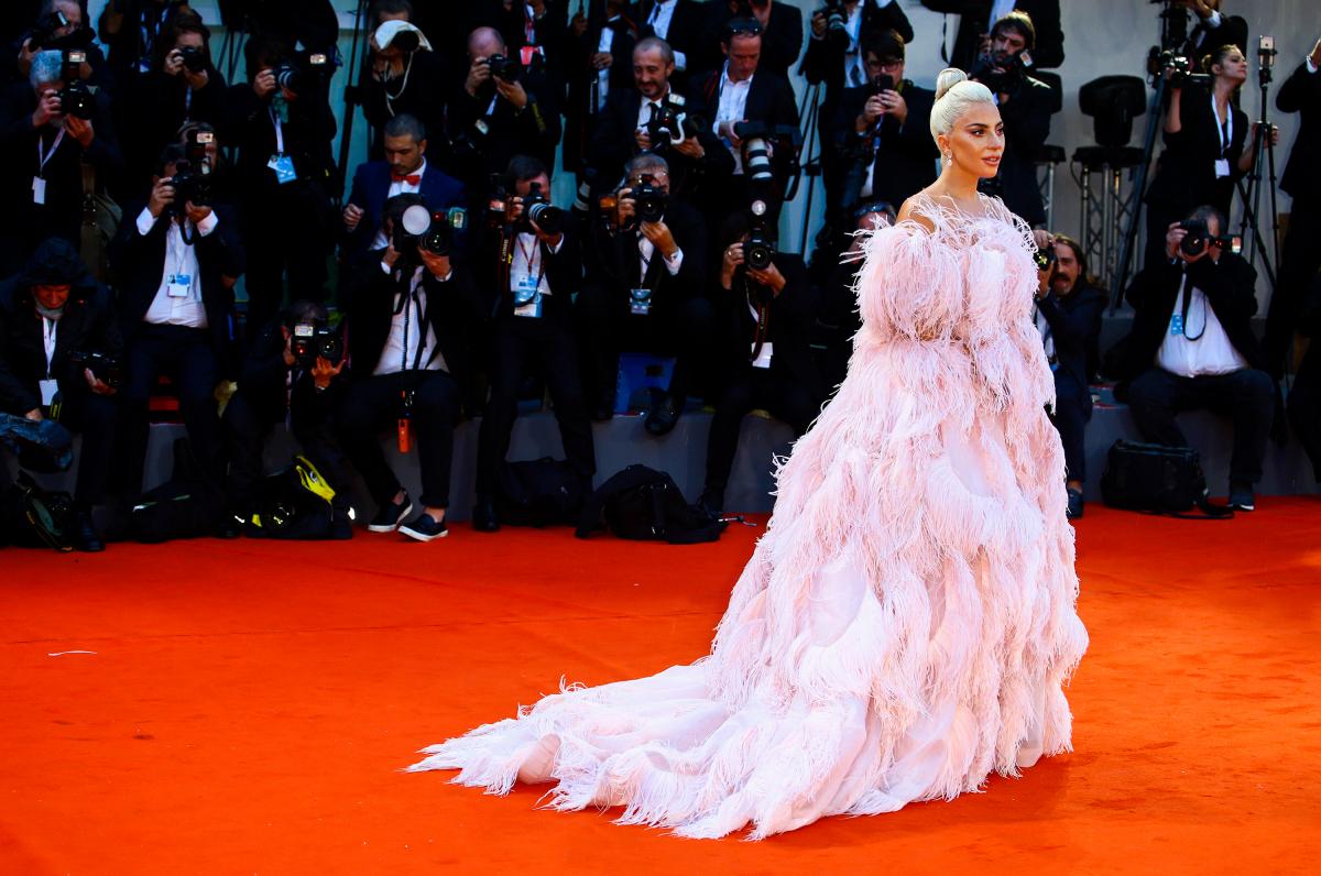 初の主演作『アリー/スター誕生』で第75回ヴェネチア国際映画祭のレッドカーペットに降り立ったレディー・ガガ。