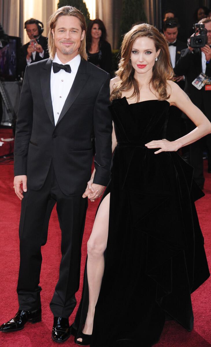 2012年のアカデミー賞授賞式に出席したアンジェリーナ・ジョリー&ブラッド・ピット。アンジェリーナの不自然なポージングが話題に。