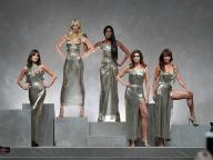 ナオミ、クラウディア、シンディも! ヴェルサーチのショーに90年代スーパーモデルたちが集結