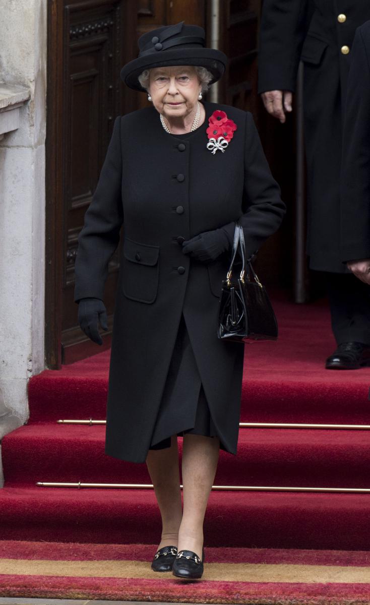 エリザベス女王がブラックスタイルを滅多に取り入れない理由は?