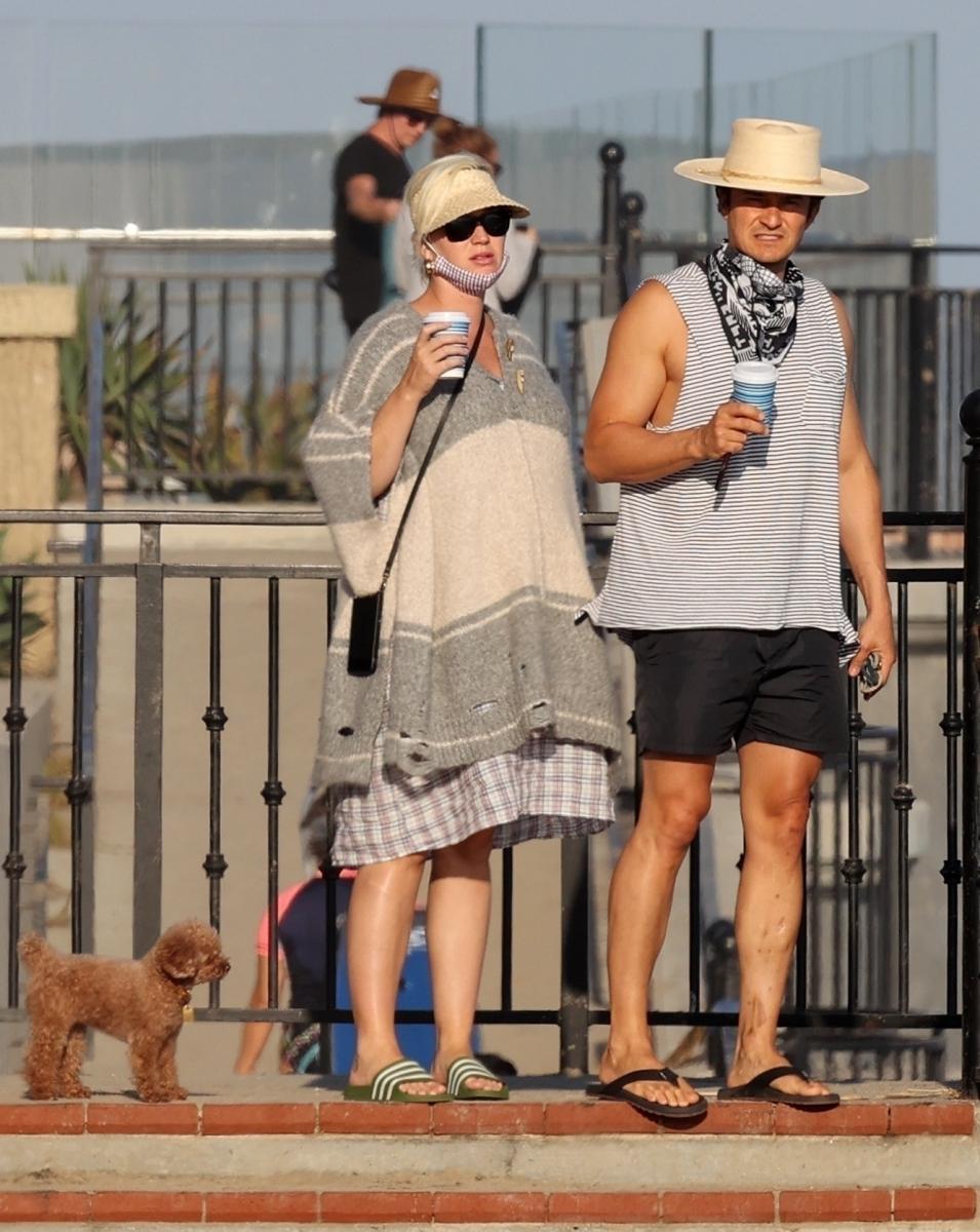 【7月5日】ラフィアハットを被ったビーチファッション