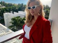 世界で最もホットな女性に選ばれたケイト・アプトン、真っ赤なスーツ姿で「ぽっこりお腹」を初披露!