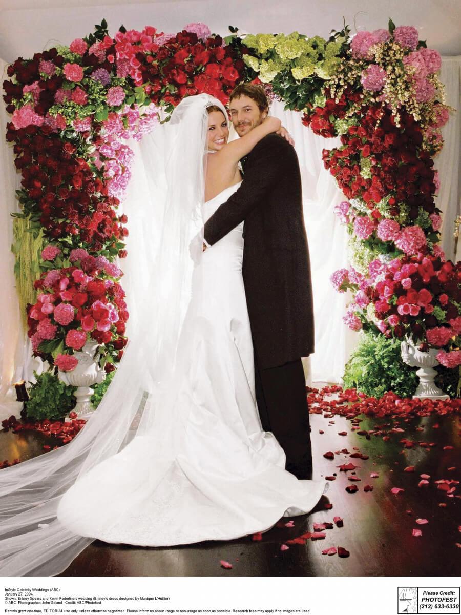 2004年、ダンサーのケヴィン・フェダーラインとスピード婚したブリトニー・スピアーズ。