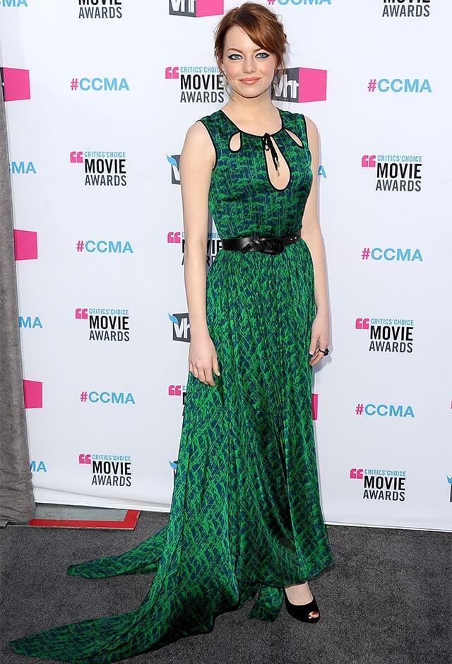 ジェイソン ウーのグリーンドレスをまとったエマ・ストーン。