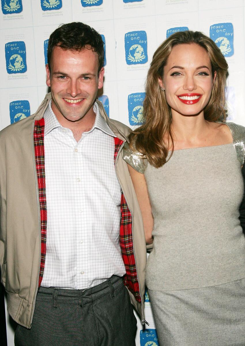 1996年から1999年にかけて結婚していた俳優のジョニー・リー・ミラーとアンジェリーナ・ジョリー。