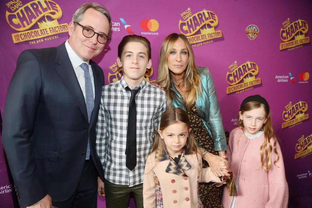 夫マシュー・ブロデリックとの間に、第一子ジェームズをもうけ、2009年には代理母出産で双子の娘マリオンとタビサを迎え3人の子供の母親となったサラ・ジェシカ・パーカー。