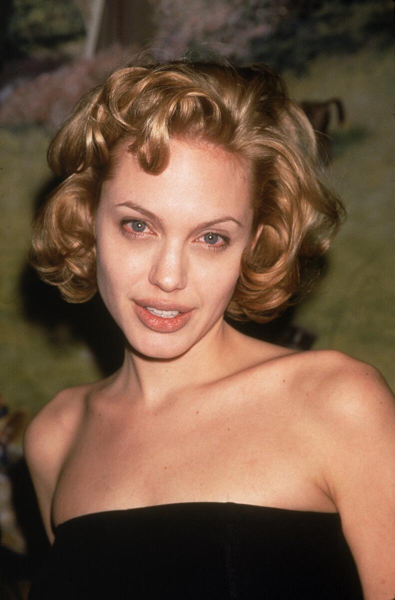 1998年当時のアンジェリーナ・ジョリー。