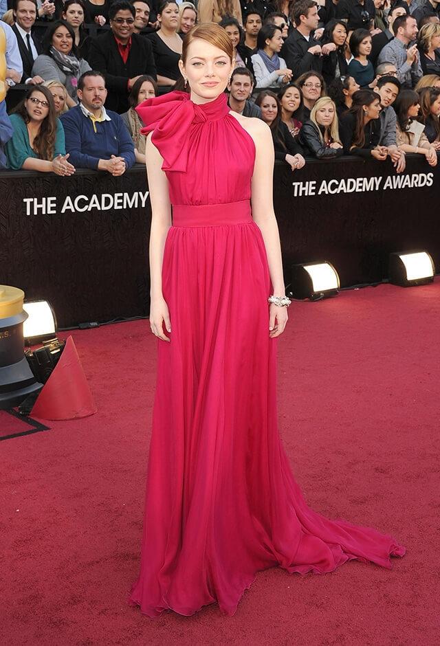 第84回アカデミー賞授賞式にプレゼンターとして登壇したエマ・ストーン。