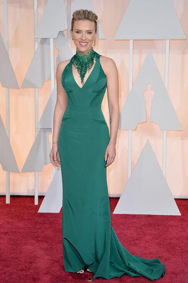 第87回アカデミー賞授賞式では、アトリエ・ヴェルサーチェのグリーンドレスで華やかに仕上げたスカーレット・ヨハンソン。
