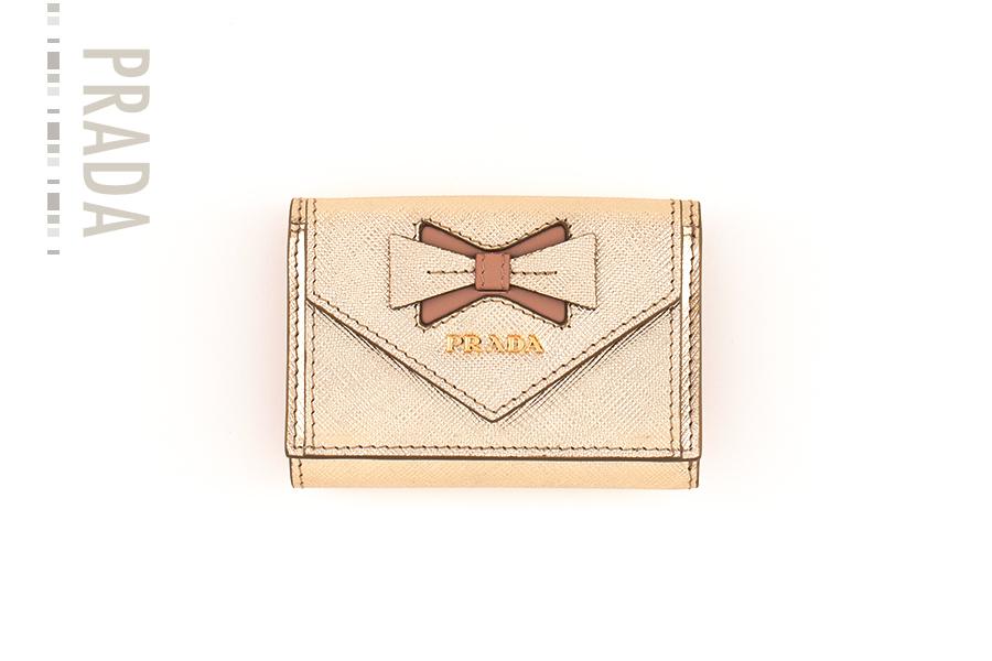 チャーミングかつ実力派のミニ財布【プラダ】