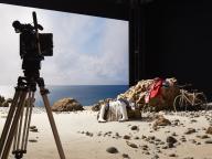 国立新美術館が映画スタジオに!?エルメスのユニークな展覧会『彼女と。』とは?