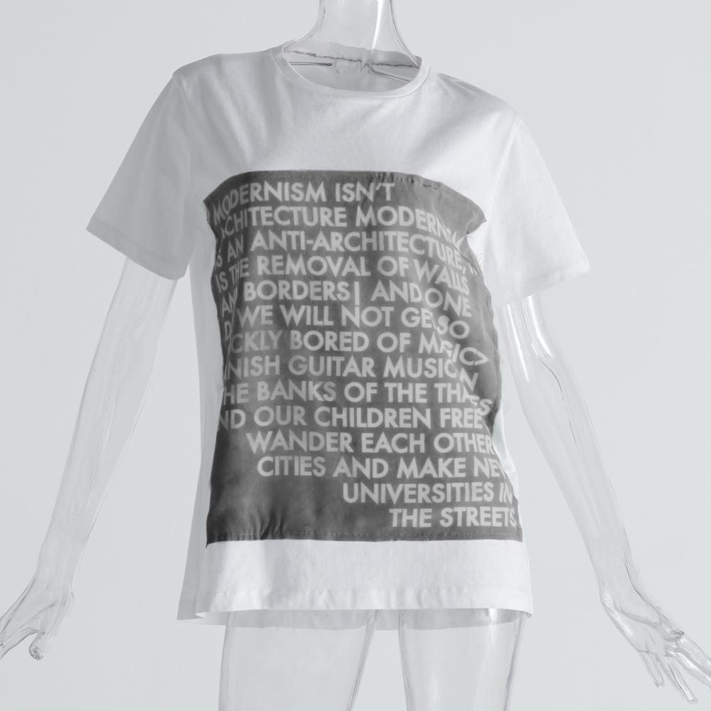 気鋭アーティストのポエムをTシャツにのせて