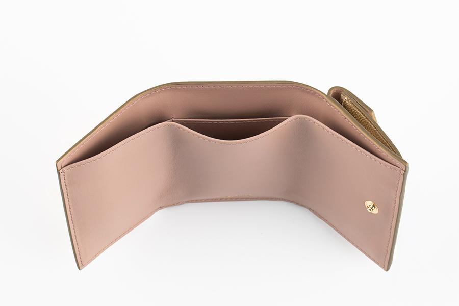 財布〈H6.5×W9.7cm〉¥50,000/プラダ クライアントサービス(プラダ)