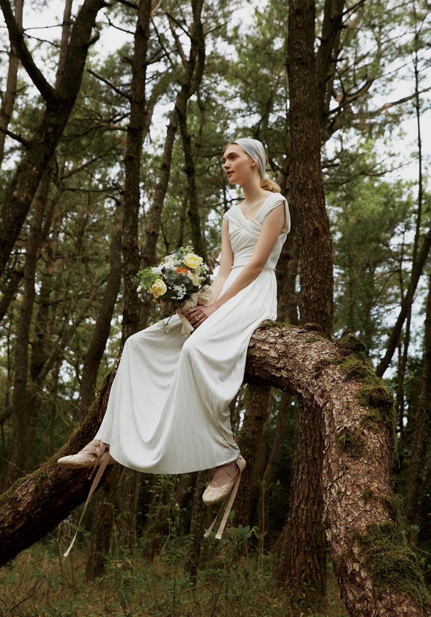 グルームの迎えを待つ森の妖精