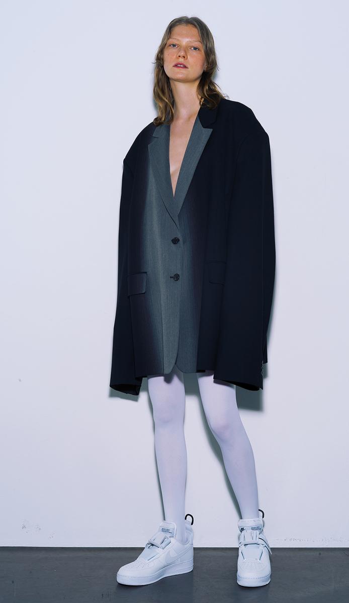 2.ジャケットをドレスとして着る/山本マナ