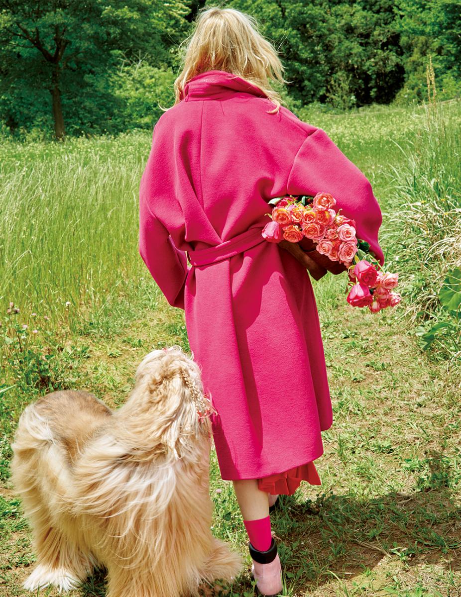 花よりも鮮やかに。バラ色が森のユニフォーム