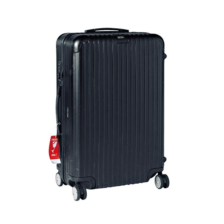 スーツケースはリモワのサルサ96L。