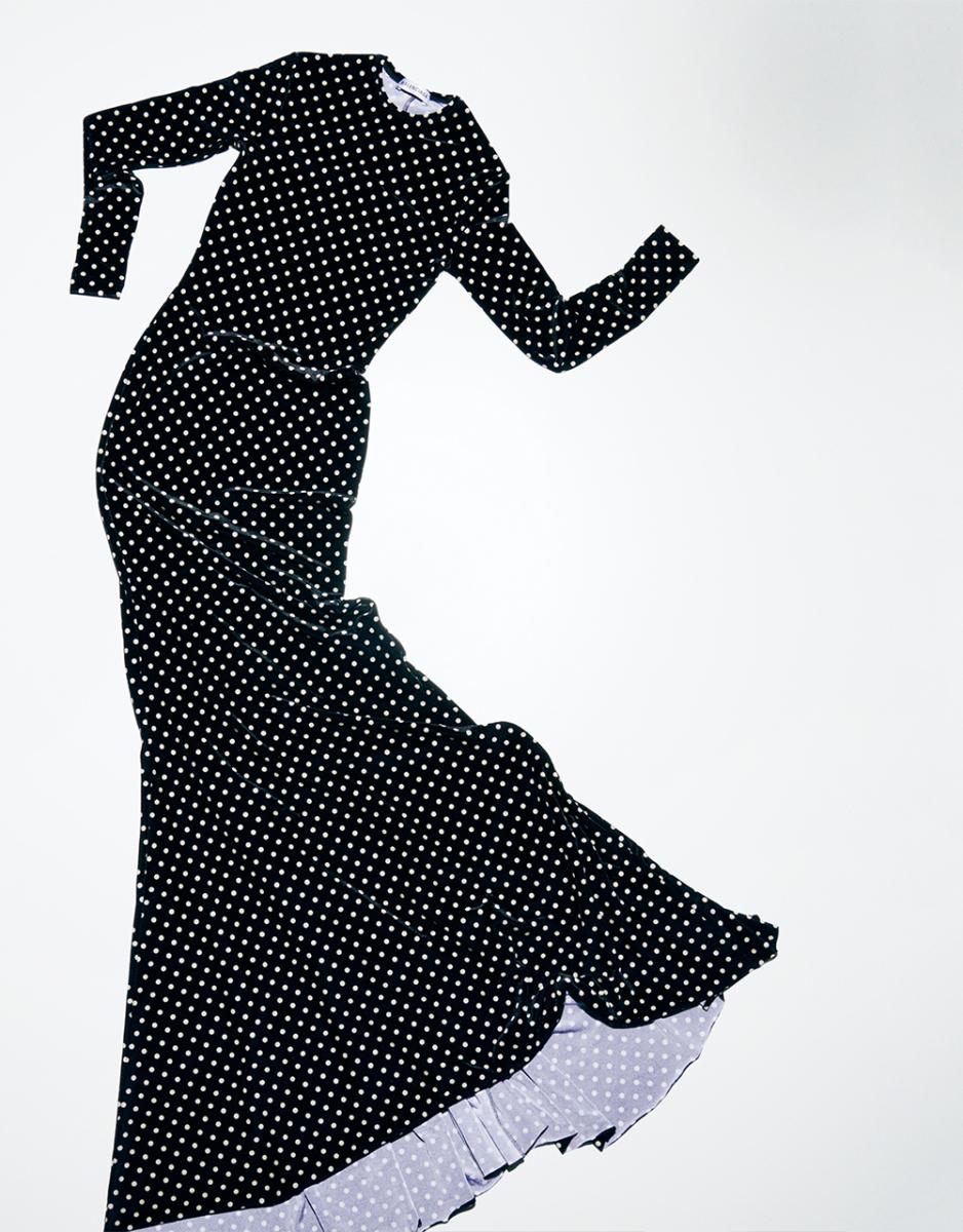 バレンシアガの「ドット柄ロングドレス」