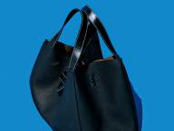 【ロエベ】とにかく収納力に優れた、ハイエンドレザーバッグ