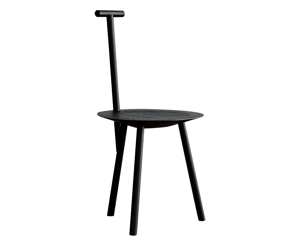 01 Faye Toogood の『Spade Chair』