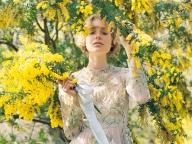 チュールにアラベスク柄を施したヴァレンティノのドレス
