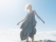 トレンチコートが変身したメゾン マルジェラのドレス