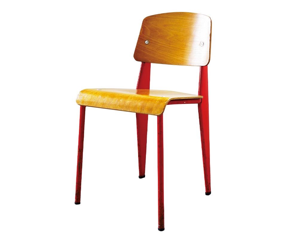 01 Jean Prouvé の『Standard Chair』