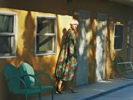 ヴィンテージライクな花柄をのせたバレンシアガのドレス