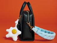 ANYA HINDMARCH(アニヤ・ハインドマーチ)のバッグ