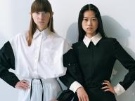 一味違うブラック&ホワイトのシャツスタイル