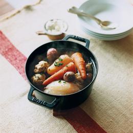 ミートボールとビーツのスープ - 今月のスープ | vol. 09