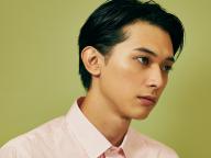 吉沢亮がジェンダーフリーメイクアップに挑戦