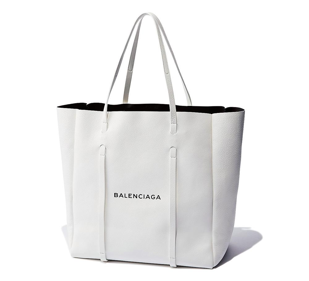 バッグ〈H36×W 36×D18.5〉¥134,000/バレンシアガ ジャパ ン(バレンシアガ)