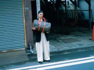 黒島結菜の旅する日常。バッグは大きく、心は軽く