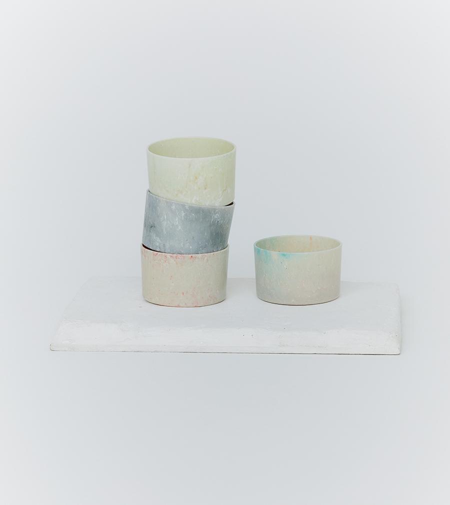 唯一無二の色。ハンドメイドの海洋プラスチック製カップ
