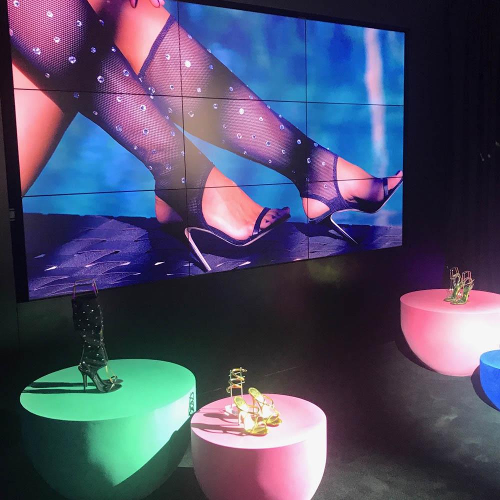 ジュゼッペ・ザノッティの展示会でもトランスペアレントは注目素材